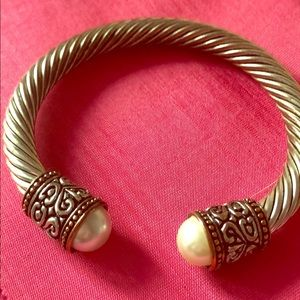 Jewelry - Designer Inspired Silver and pearl bracelet
